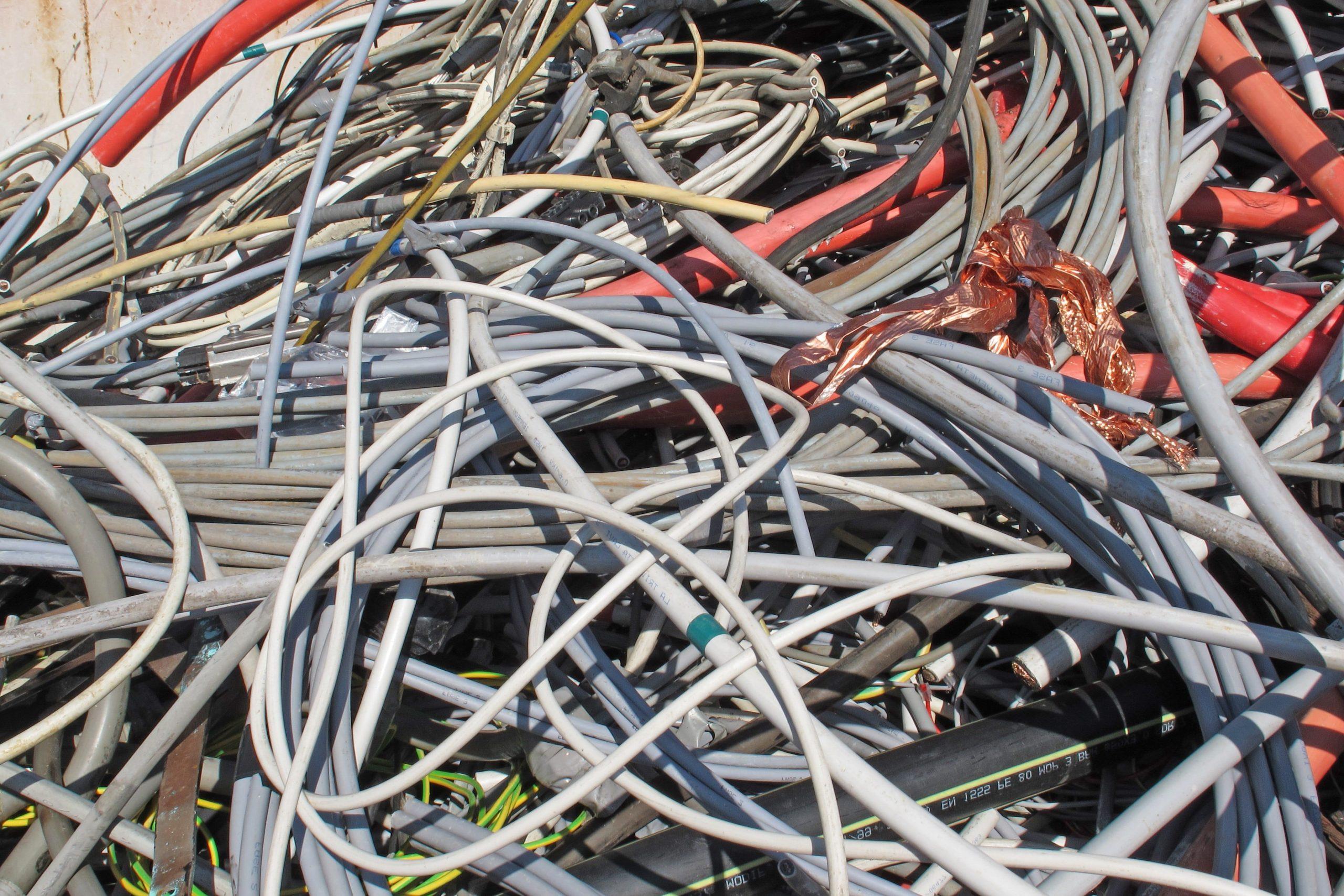 Прием медного кабеля в изоляции